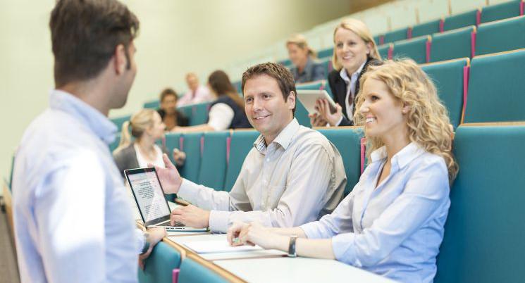 Studium An Der Fom Hochschule Für Oekonomie Management